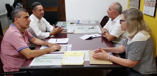 Demerson Dias e Mauro Neves estiveram reunidos com o secretário municipal Carlos Casagrande