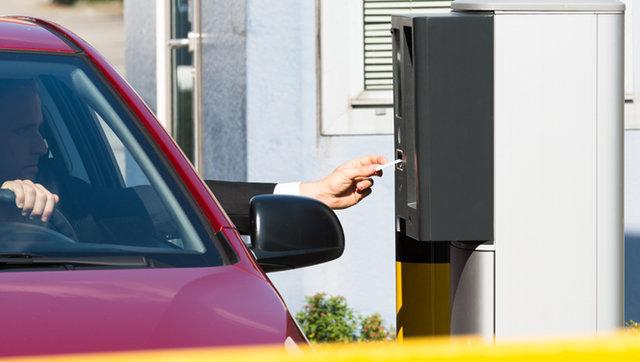 Fornecedores de serviços e estabelecimentos deverão manter registros de entrada e saída dos veículos