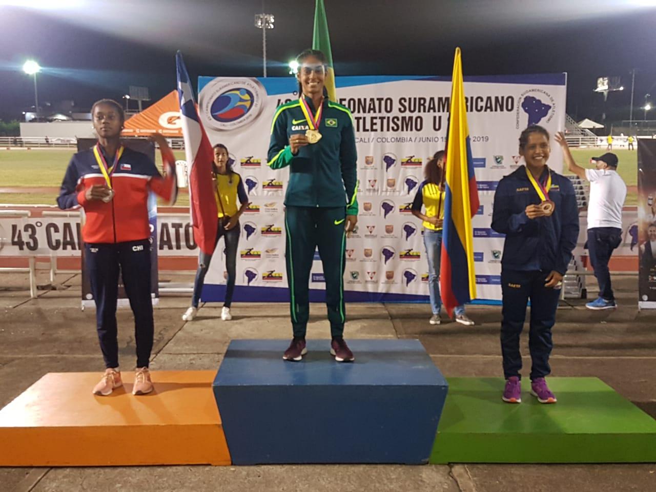 Maria Victória de Sena levou o título de campeã na prova dos 400 metros feminino