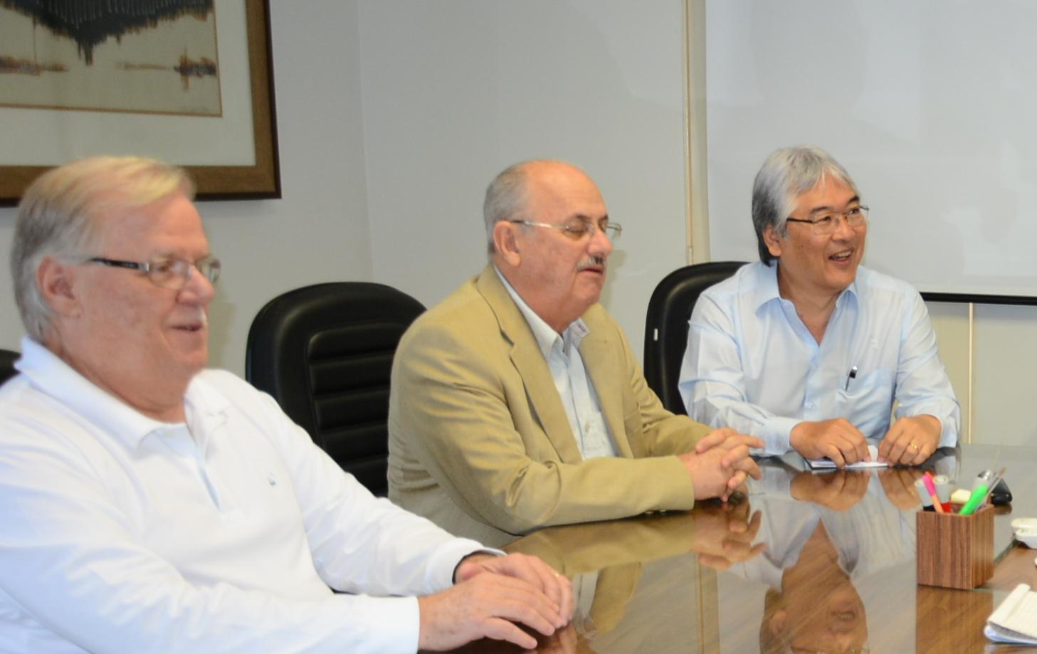 Contra dengue, diretores da cooperativa apresentaram uma proposta de parceria com a Prefeitura
