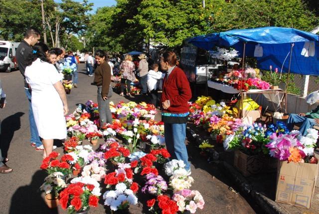 Ambulantes podem comercializar flores, velas e água