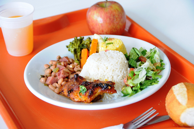 Oferta do almoço completo e balanceado sai por apenas R$ 1, valor mantido desde a inauguração do projeto