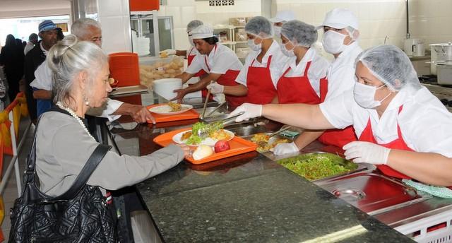 Unidade que oferece refeições ao valor simbólico de R$ 1, além de café da manhã por R$ 0,50