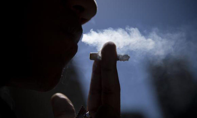 Fator de risco provocado pelo tabagismo saiu de 14,1% em 2006 para 9,8% em 2019