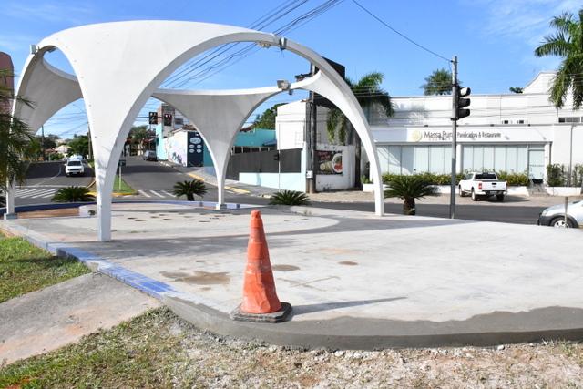 Bancos atrapalhavam a visibilidade de motoristas, segundo Prefeitura
