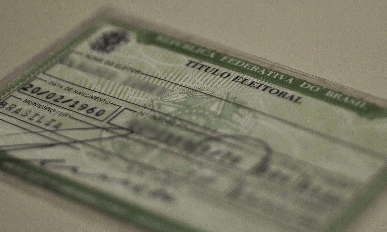 Exigir que o eleitor carregue o título como condição para votar não evita fraudes, segundo STF