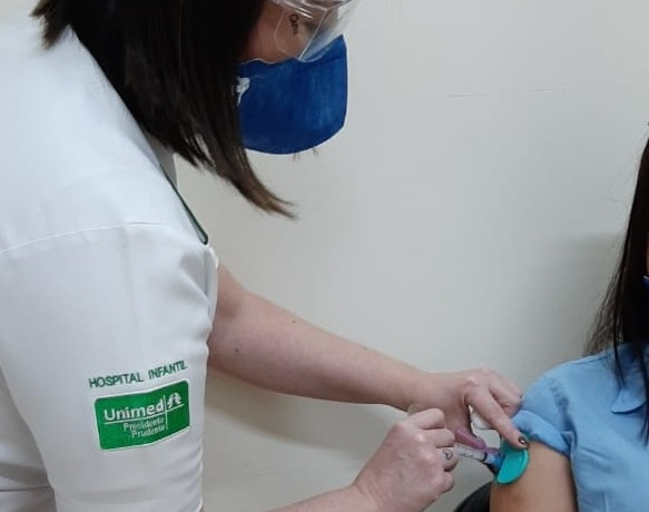 Pneumologista lembra ainda que as vacinas da Influenza e da Covid-19 não podem ser tomadas juntas