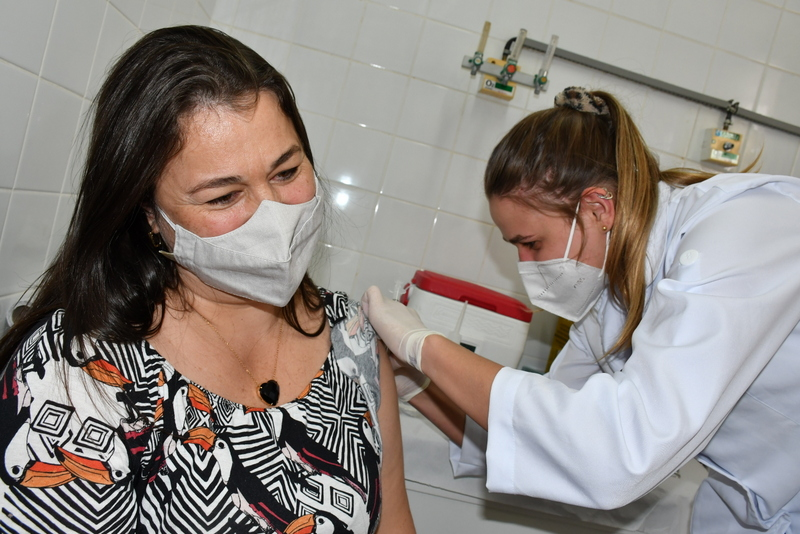 Em Prudente, 38.318 pessoas receberam duas doses e, assim, completaram o esquema vacinal